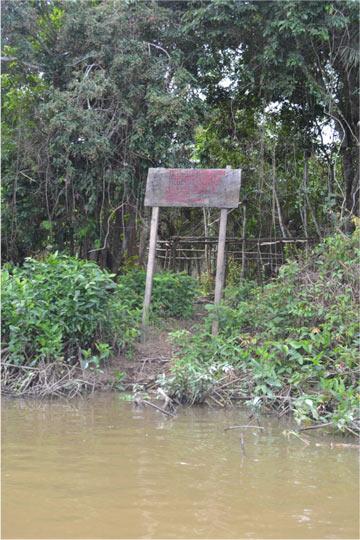 Placa de autodemarcação no Tapajós (Foto: Philip Fearnside)