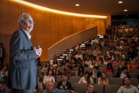 O climatologista Carlos Nobre fala sobre o papel das florestas na descarbonização da economia e sobre o potencial da biodiversidade para gerar riqueza com alto valor agregado no país (Foto: Raquel Cunha)
