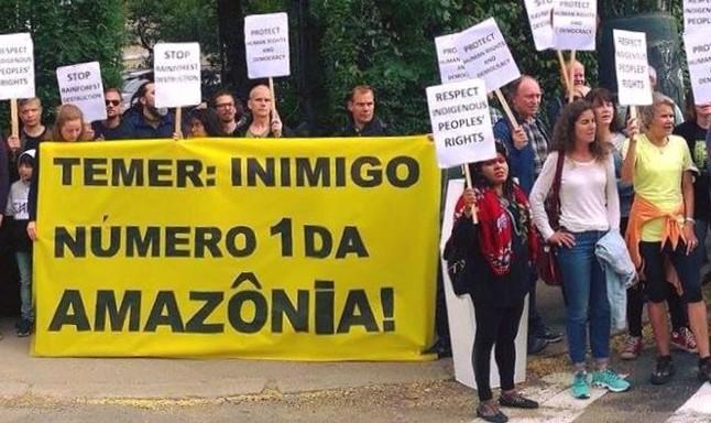 Protesto contra política ambiental de Michel Temer em Oslo (Foto: Fernando Mathias)