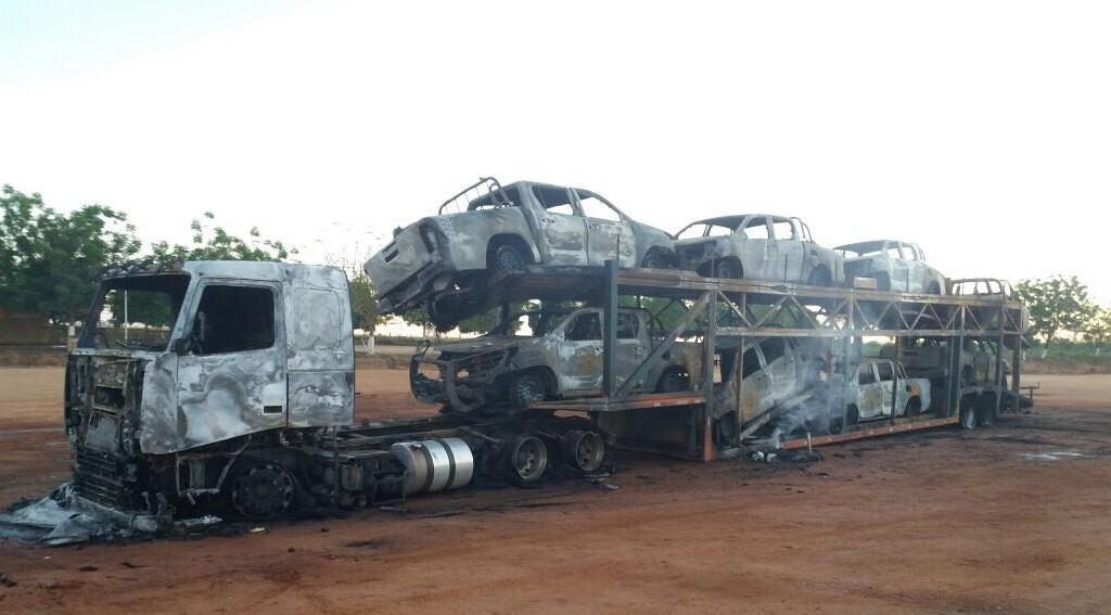 Caminhão incendiado em Cachoeira da Serra, no Pará
