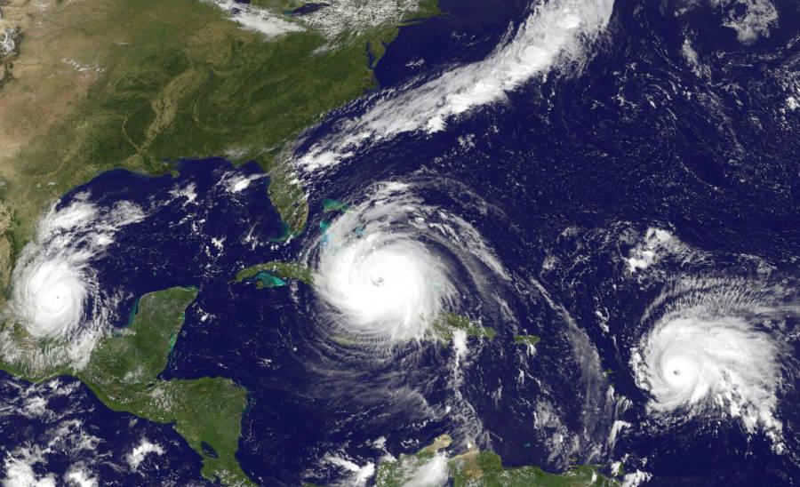 Furacões Irma, José e Kátia flagrados por satélite (Imagem: Noaa)