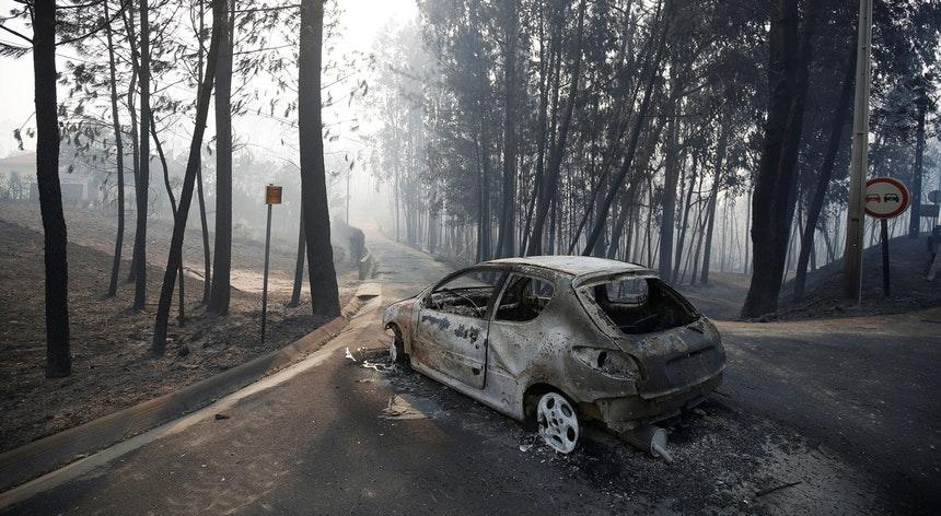 Carro incendiado em Pedrógão Grande, Portugal